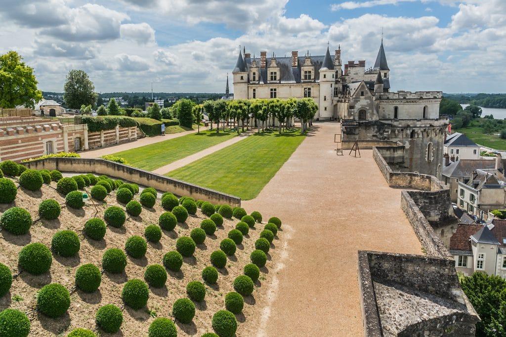 Le Château d'Amboise  et son parc dominant la Loire.