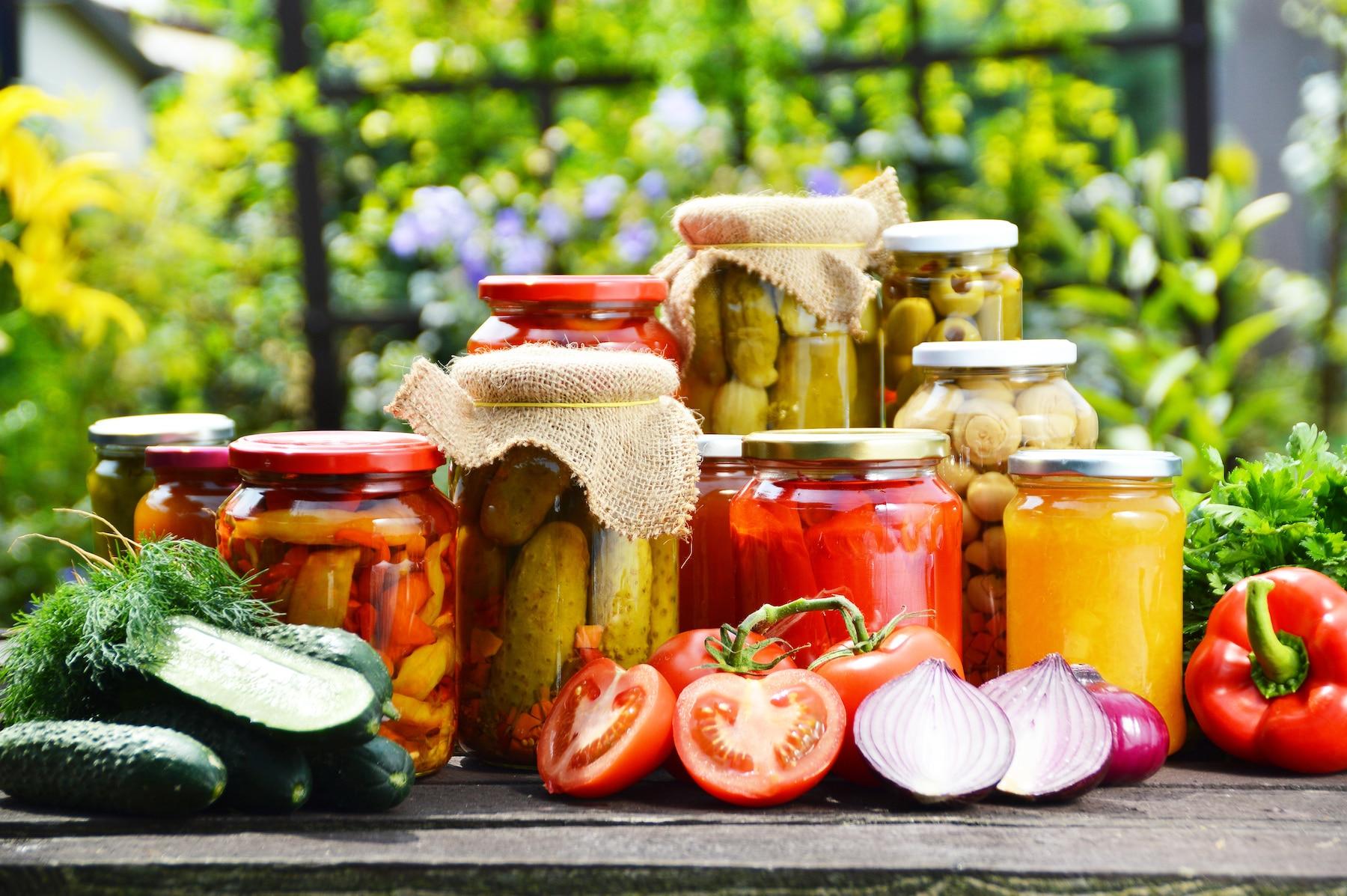 Bocaux de pickles de légumes